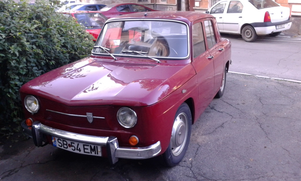 Renault 8? A może... Dacia 1100?
