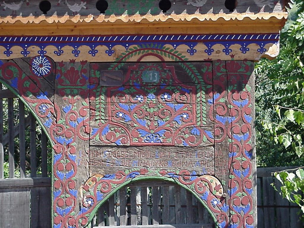 Pięknie malowane bramy to wizytówka wioski Máréfalva. Źródło: www.marefalva.ro