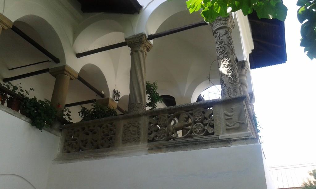 horezu-monastyr-kolumny