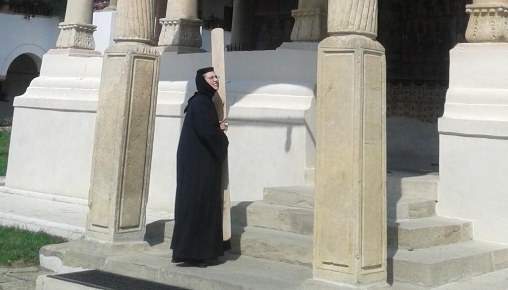 horezu-monastyr-zakonnica-semantron